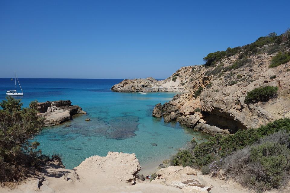 Hoteles en Eivissa: reserva tu verano 2019 en línea